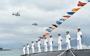 Thủ tướng Nguyễn Xuân Phúc dự lễ thượng cờ 2 tàu ngầm Kilo