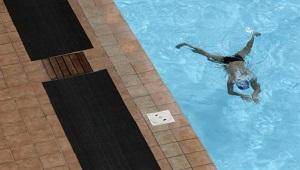 Các nhà khoa học đã tính được có bao nhiêu nước tiểu trong bể bơi công cộng