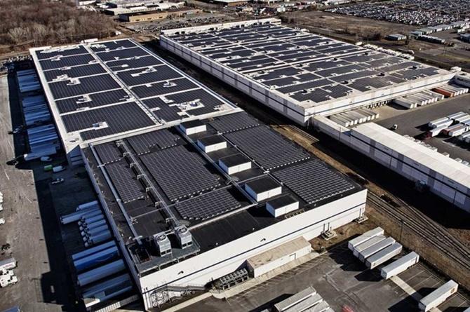 Amazon lên kế hoạch lắp đặt mái nhà năng lượng mặt trời tại các trung tâm của mình