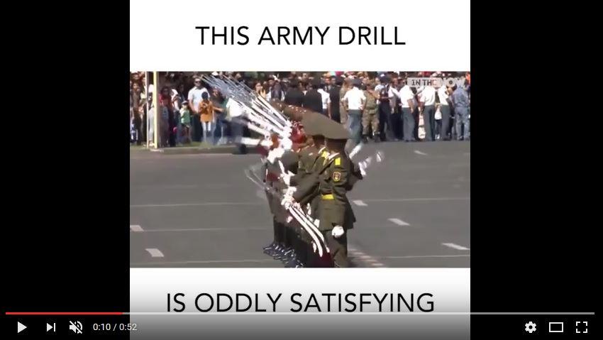 Xem quân đội nước ngoài diễn tập theo hiệu ứng domino