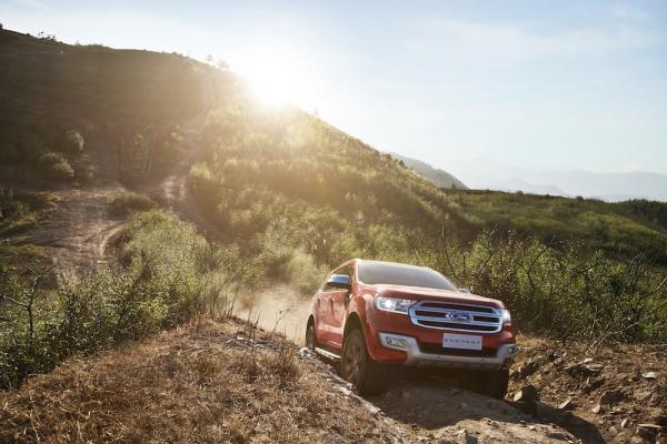 Ford tổ chức lái thử, áp dụng giá mới cho Everest và Focus tại Việt Nam