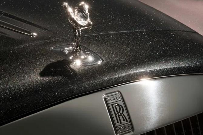 Rolls-Royce choi sang, phá hủy 1000 viên kim cương để sơn chiếc xe này