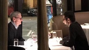 CEO Apple và Google bị bắt gặp ăn tối cùng nhau