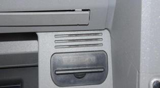 """Anh cảnh báo camera quay lén """"siêu nhỏ"""" tại các cây ATM"""