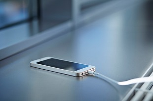 Người đàn ông chết vì sạc pin iPhone trong nhà tắm