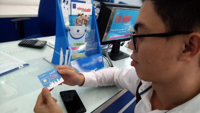 Các nhà mạng đang khuyến khích thuê bao chuyển đổi sang SIM 4G để sử dụng các dịch vụ 4G - Ảnh: Đức Thiện