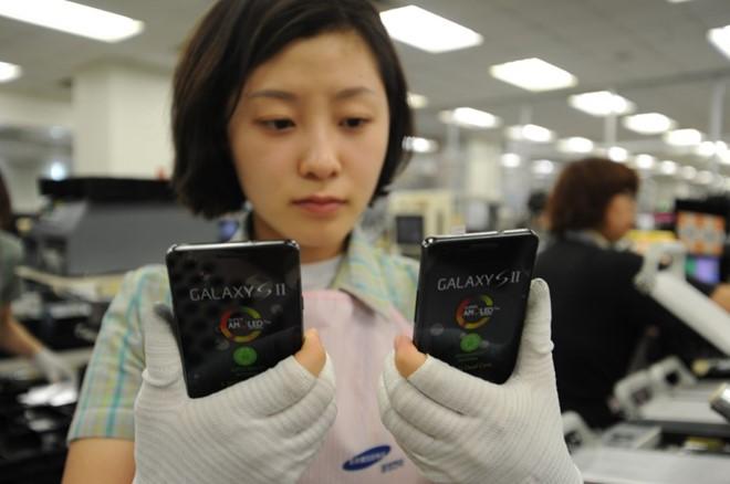 Xuất khẩu điện thoại, máy tính thu về hơn 1 tỷ USD trong 15 ngày