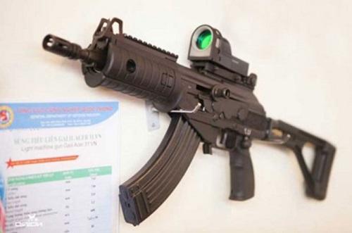 """""""Soi"""" tính năng chiến đấu của dòng súng Galil ACE của Việt Nam"""