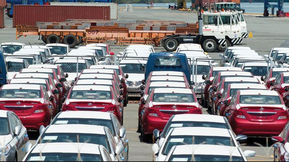 Thuế giảm, ô tô nhập khẩu ùn ùn qua cảng TP.HCM