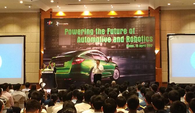 """FPT """"khoe"""" xe tự hành và công nghệ ô tô thông minh"""