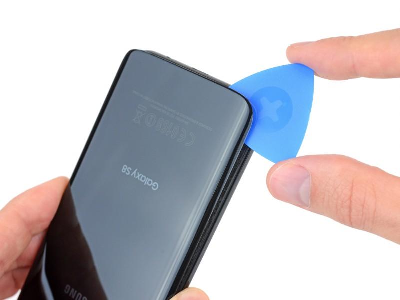 """""""Mổ bụng"""" Samsung Galaxy S8: chỉ đạt 4/10 độ dễ sửa chữa"""