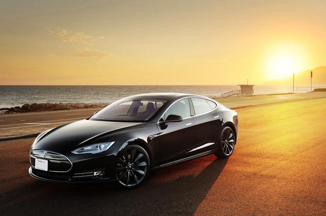 """Định giá của Tesla là """"không thể giải thích"""", theo đại lý ô tô lớn nhất Mỹ"""