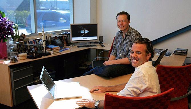 Để hiểu các thiên tài Elon Musk, Thomas Edison và Mark Zuckerberg, hãy nhìn bàn làm việc của họ - ảnh 1