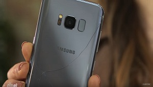 Cnet thả rơi Galaxy S8: màn hình sống sót, chỉ vỡ mặt lưng