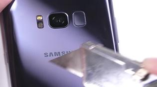 Tra tấn Galaxy S8: Một chiếc điện thoại đẹp nhưng mong manh
