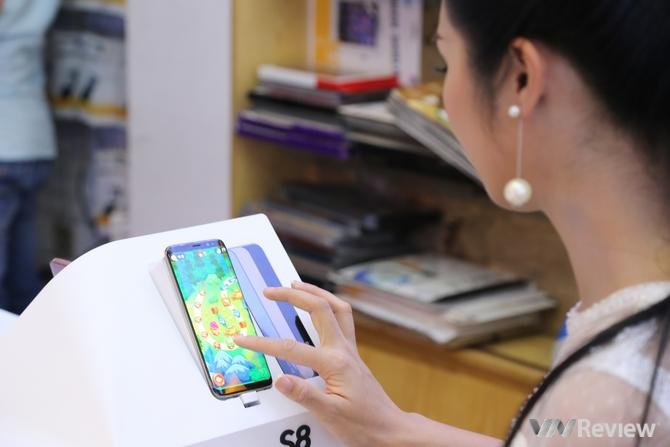 Galaxy S8|S8+ chính hãng mở bán tại Việt Nam: S8+ chiếm ưu thế, màu đen được nhiều người lựa chọn