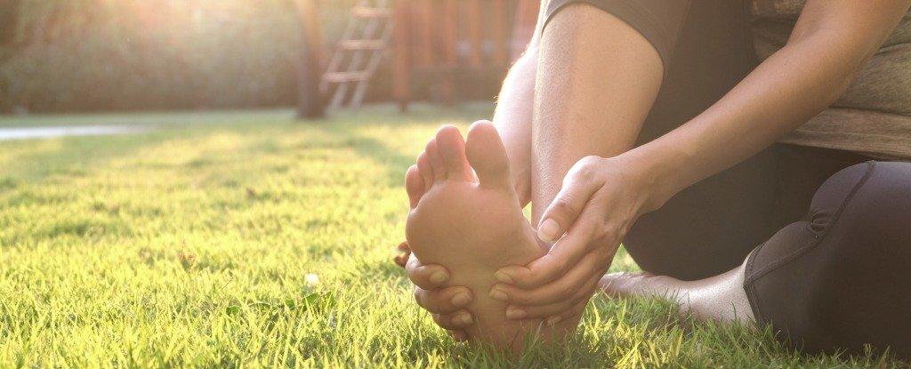 Tại sao chân bạn lại bị tê?
