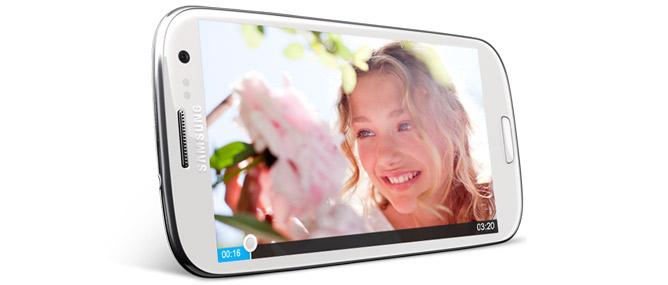 Samsung Galaxy S III giá 16,4 triệu đồng, đắt hơn HTC One X