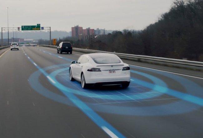 """Elon Musk: Apple đừng nghĩ làm xe tự lái """"dễ ăn"""" như iPhone"""