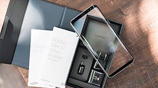 """Mở hộp Galaxy S8+ theo phong cách """"vô cực"""""""