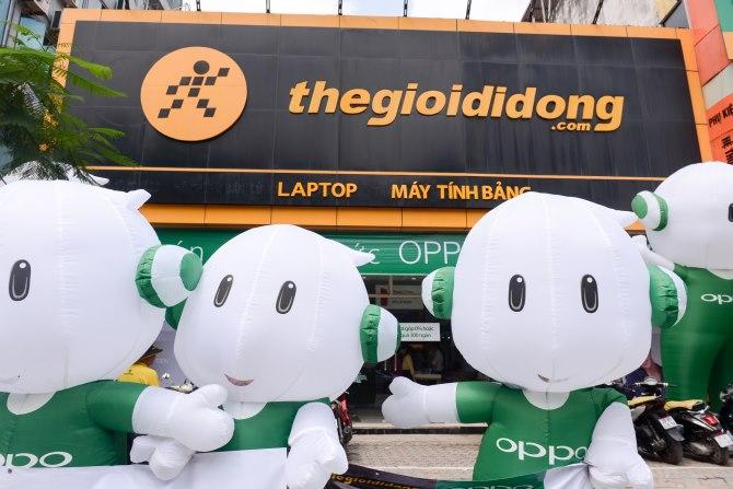 [QC] OPPO F3 gây bão mua hàng tại Thế Giới Di Động trong ngày đầu tiên lên kệ