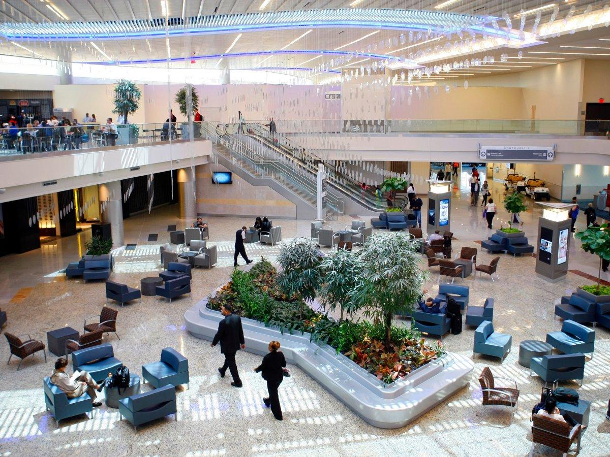 Tân Sơn Nhất và Nội Bài lọt top 100 sân bay bận rộn nhất thế giới 2016 - ảnh 20