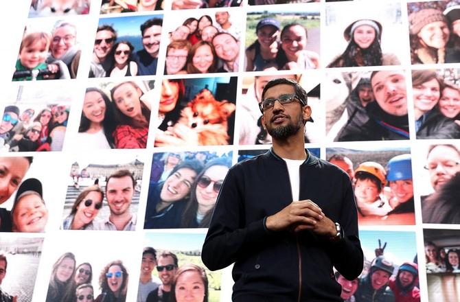 Apple phải cố gắng vượt qua rào chắn của Microsoft, Facebook và Google nếu không muốn là kẻ đi sau.