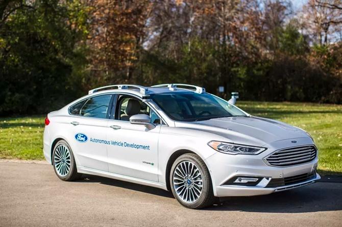 Ford đầu tư gấp đôi để cạnh tranh xe tự lái với Tesla