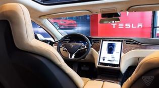 """Mối quan hệ """"mấp mô"""" giữa Tesla với Consumer Reports đặt ra một thách thức lớn hơn"""