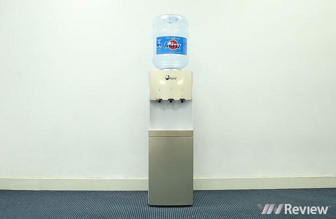 Trên tay cây nước nóng lạnh FujiE WDBD20C: làm lạnh như tủ lạnh, 3 vòi nước, giá 2,49 triệu đồng