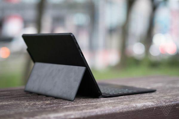Eve V - bản sao hoàn hảo của Surface Pro với cổng USB-C