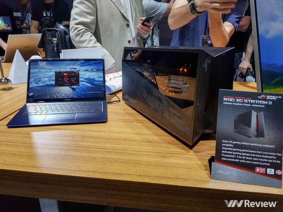Trên tay Asus ZenBook 3 Deluxe: siêu nhẹ, cắm dây là thành máy chơi game