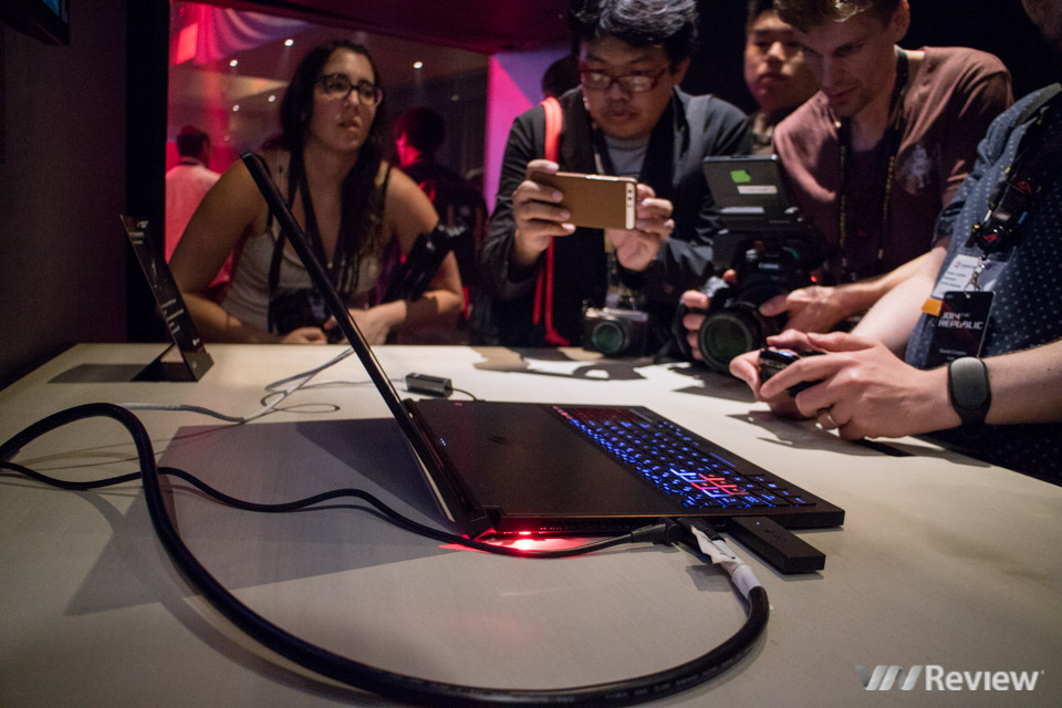 Asus RoG Zephyrus - Laptop dùng GTX 1080 mỏng nhất thế giới - 189926