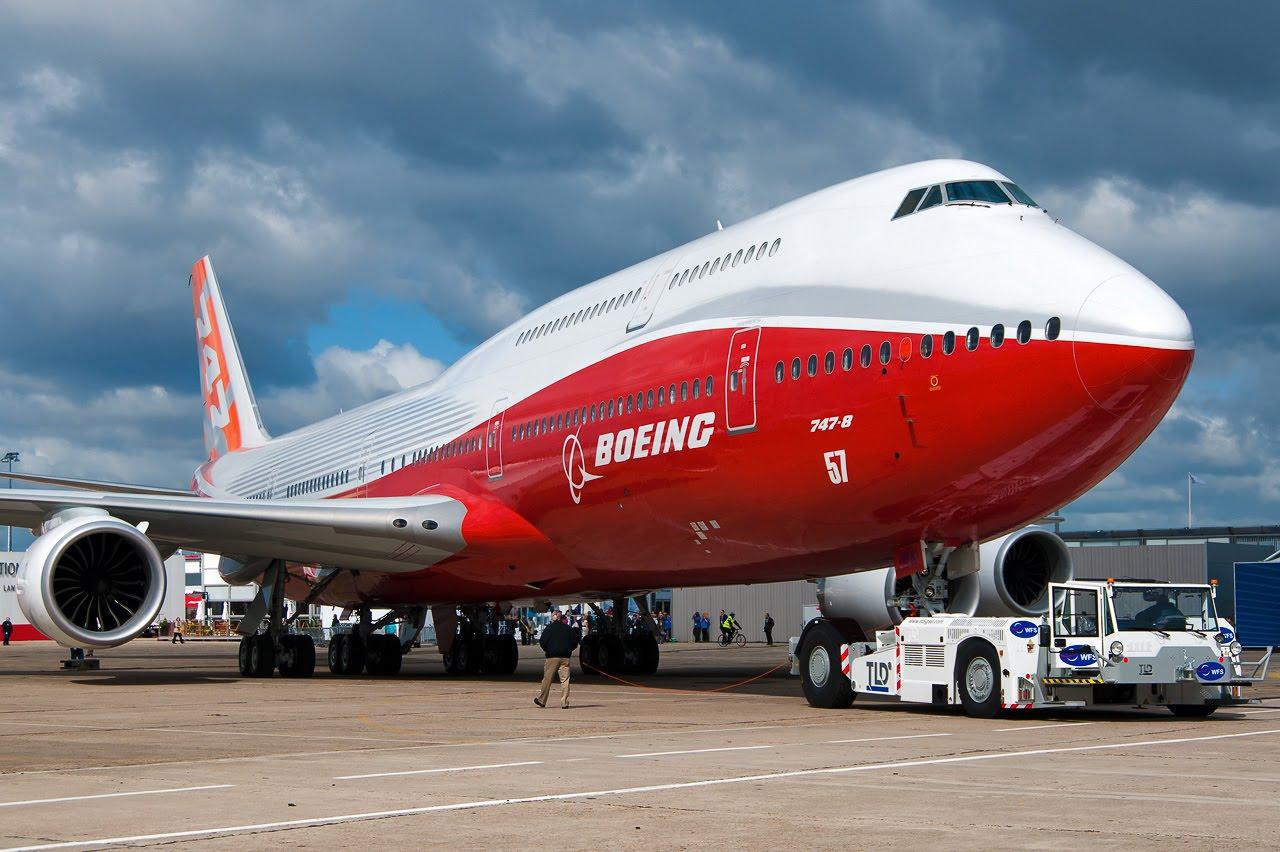 """Tại sao Boeing 747 có """"bướu"""" khổng lồ ở phần đầu máy bay?"""