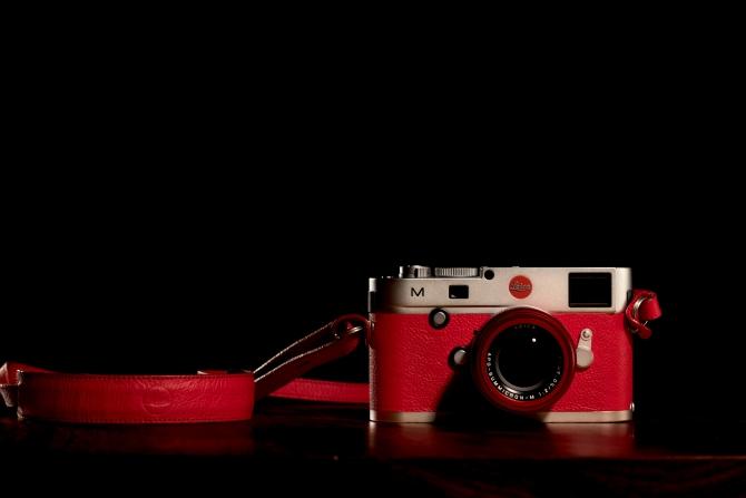 Ống kính Leica APO-Summicron-M 50mm F2 ASPH bản đặc biệt màu đỏ có giá lên tới 270 triệu đồng