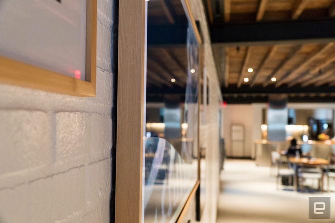 Samsung bán ra mẫu TV mỏng như tranh treo tường