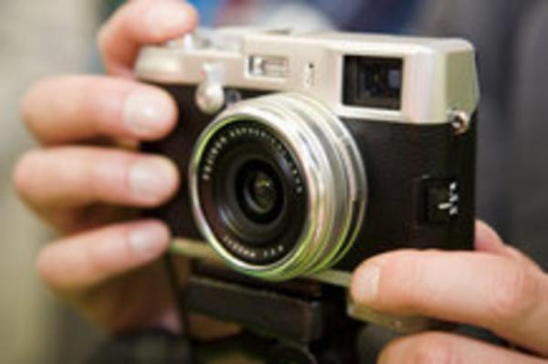 Fujifilm sắp ra máy ảnh không gương lật
