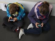 Dùng Internet quá nhiều ảnh hưởng tới sức khỏe tâm thần tuổi teen