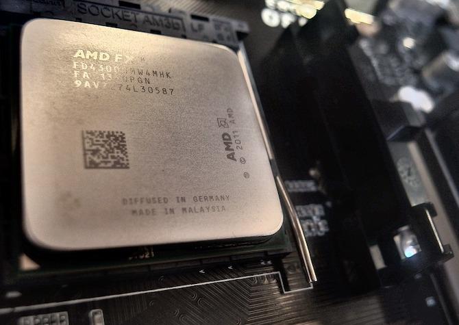 Khi mua máy tính mới, bạn thường đắn đo giữa CPU 2 nhân (dual-core) với 4  nhân (quad-core). Vậy chúng có ý nghĩa gì, có thực sự phải cân nhắc khi lựa  chọn ...