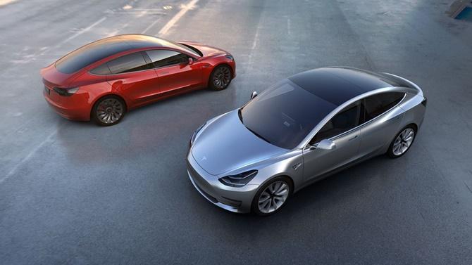 Đây là những hình ảnh đầu tiên của phiên bản thương mại Tesla Model 3