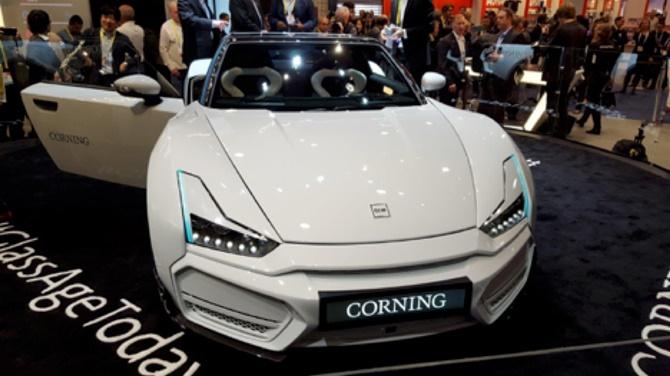 Bản concept xe hơi phủ đầy kính bảng điều khiển của Corning