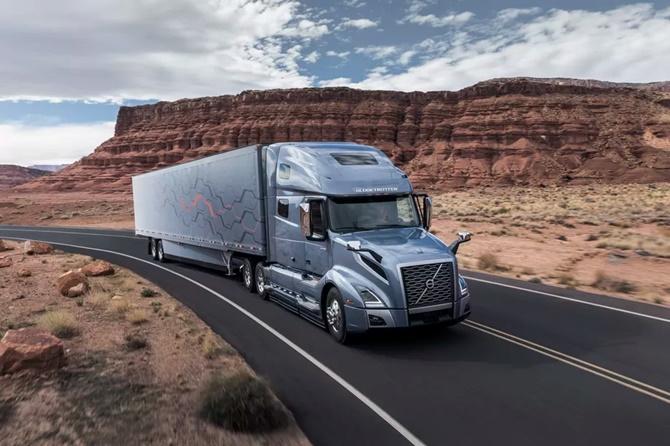 Xe tải đầu kéo mới của Volvo được cải tiến tính năng tự lái và tích hợp Apple CarPlay
