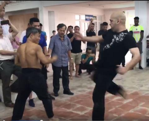 Xem clip Flores hạ gục võ sư Đoàn Bảo Châu trong vài phút
