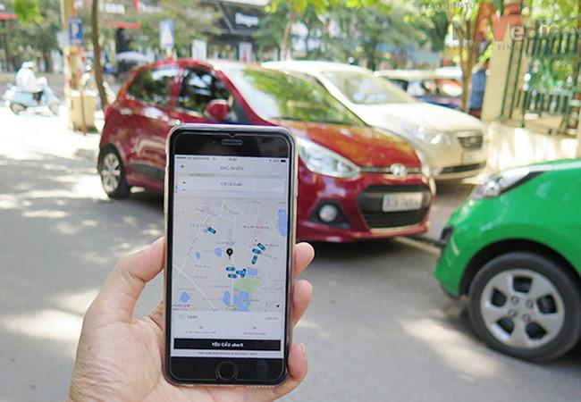 Hà Nội chính thức cấm dịch vụ đi chung xe của Grab và Uber - ảnh 1