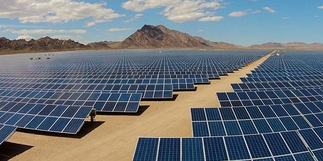 """Trung Quốc """"đè bẹp"""" Mỹ trong cuộc đua năng lượng mặt trời"""