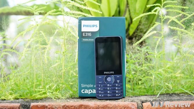 """Cận cảnh 2 mẫu điện thoại """"cục gạch"""" mới của Philips tại Việt Nam"""