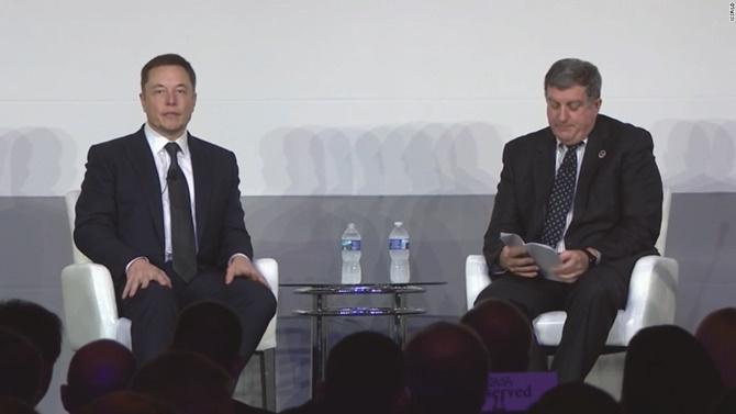 Elon Musk giải thích điều gì không đung đối với việc học tóa ở lớp