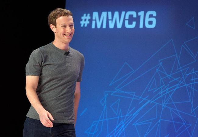 Chiếc áo phông xám của ông chủ Facebook có giá bao nhiêu?