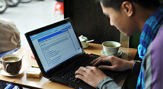 Tháng 4, các website Việt Nam giảm 1,8 tỉ lượt xem
