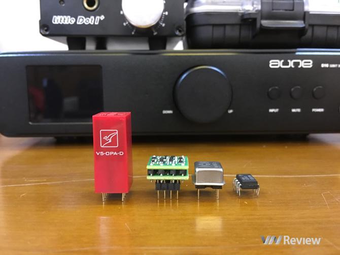 Với mức giá lên tới 80 USD, Sparko SS3602 hiện đang là một trong những mẫu op-amp đắt tiền nhất có mặt trên thị trường. Tuy vậy, trong trường hợp của chiếc op-amp này, đắt thực sự xắt ra miếng.  Chân cắm số 1 (bên phải) ở cùng phía với hình tròn/bán nguyệt chỉ hướng lắp op-amp.